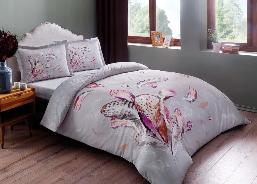 Кровать с постельным бельем Tac
