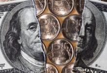 Разорванный доллар и железные рубли посредине