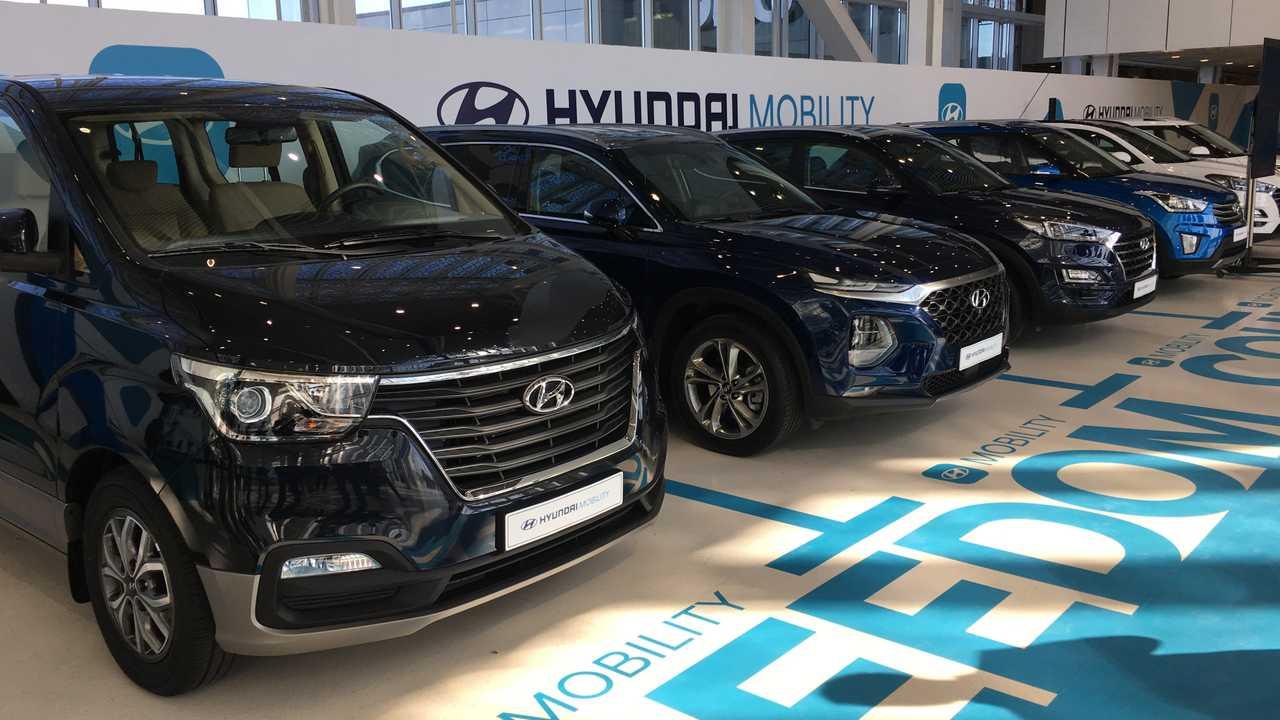 Автомобили разных марок и моделей