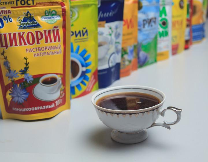 Цикорий в чашке и в упаковках разных производителей