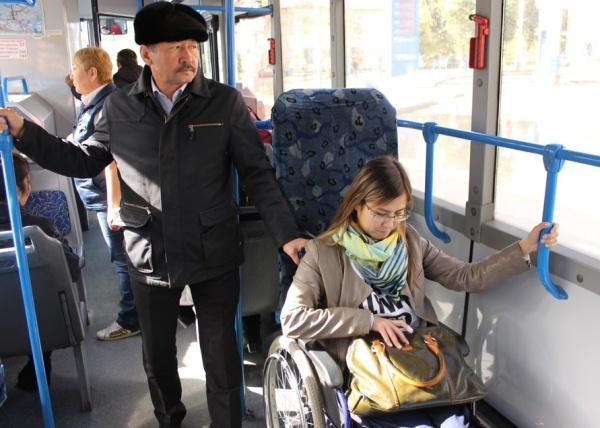 инвалид в автобусе