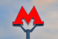 "Буква ""М"", обозначающая станцию метро"