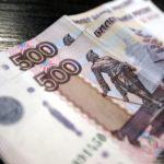 Две купюры по 500 рублей