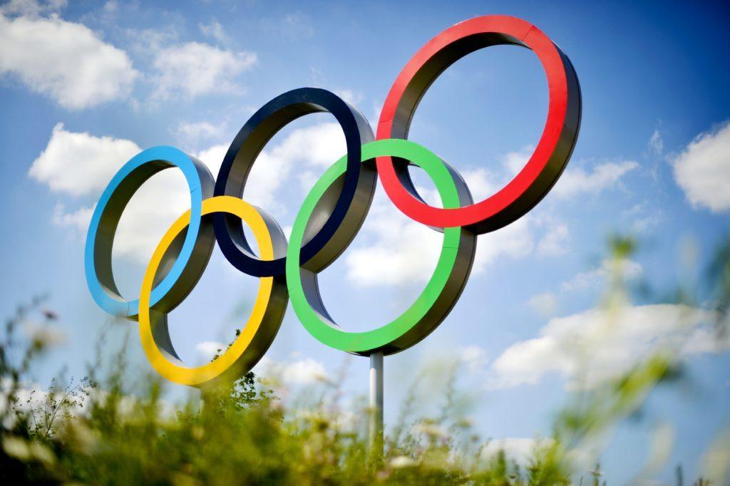 Инсталляция в виде олимпийских колец