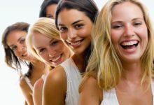 Смеющиеся девушки