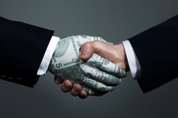 рукопожатие с долларом