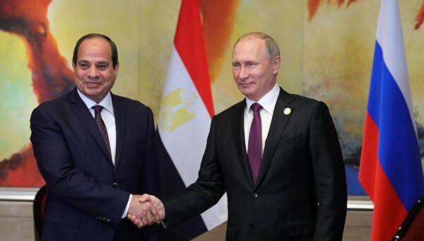 Президент Египта Фаттаха ас-Сиси жмет руку Президенту России Путину