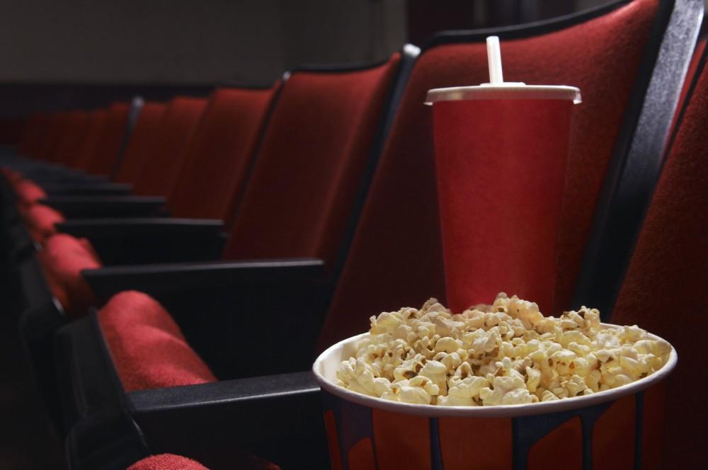 Попкорн в зале кинотеатра