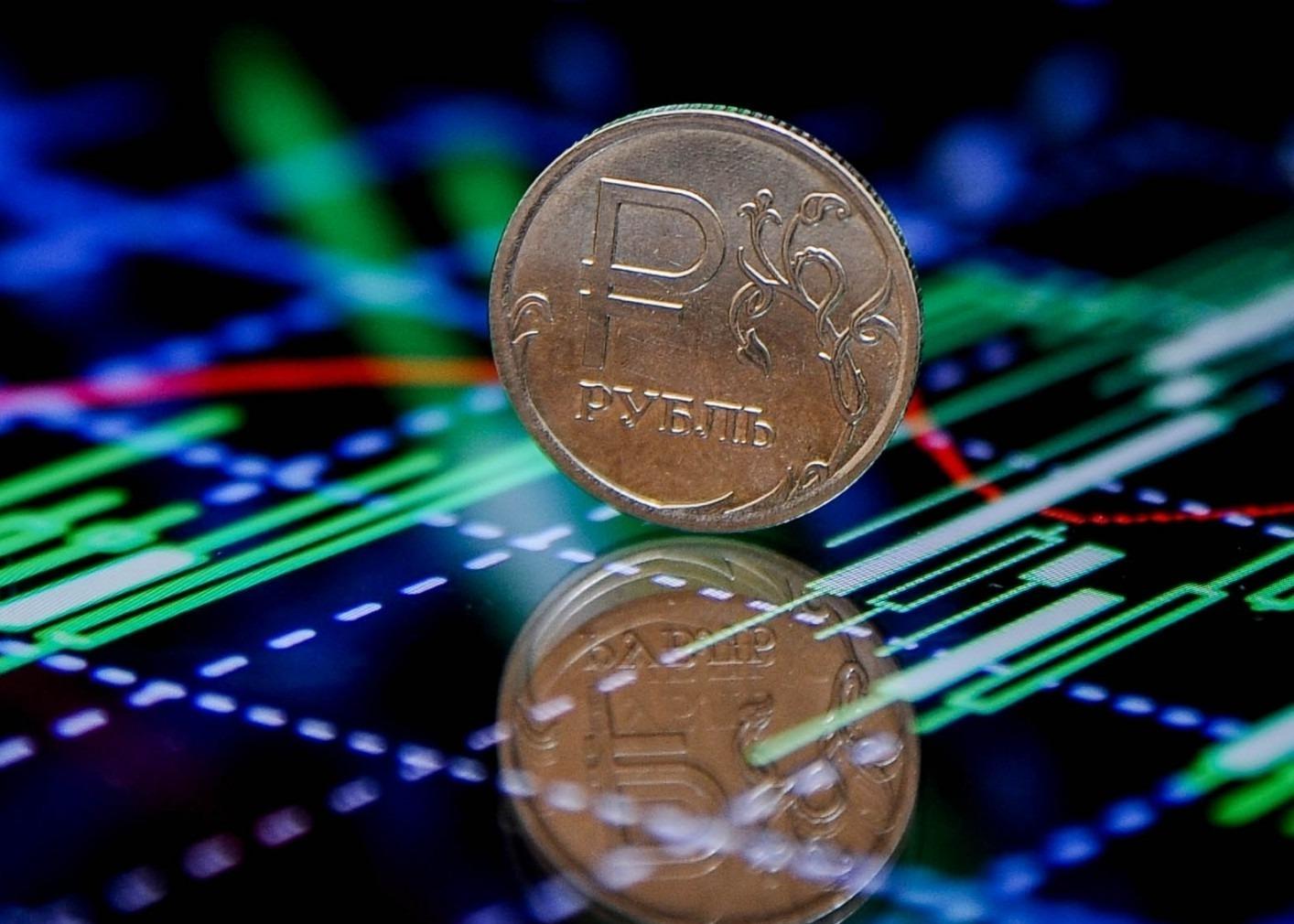 Железный рубль на виртуальных графиках
