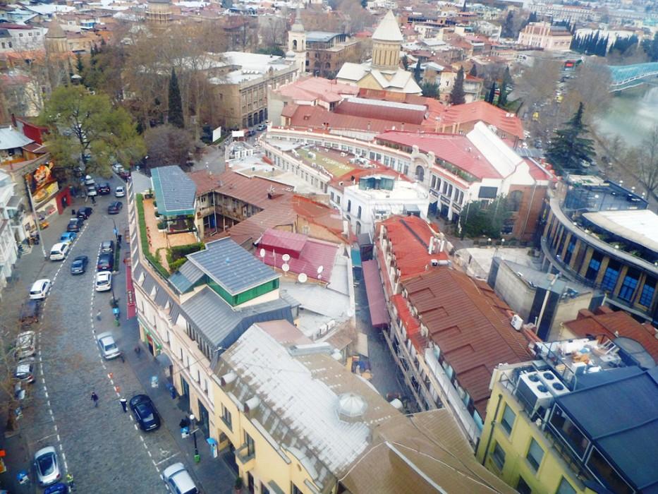 Вид на Тбилиси с высоты птичьего полета