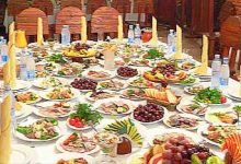 еда на столе много блюд
