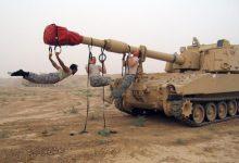 Военные подтягиваются на дуле танка