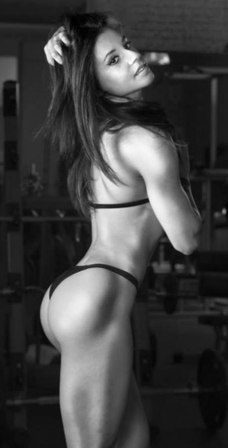 девушка силовой фитнес