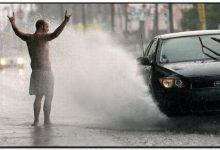 Брызги авто душ на дороге